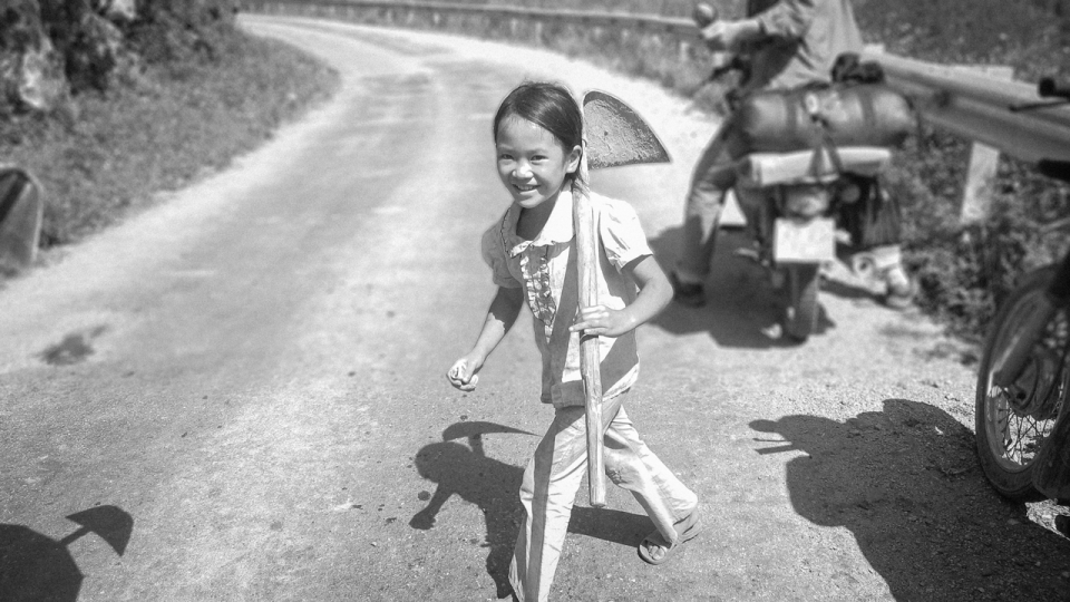 Vietnam-Photo-Shovel-Girl-(1-of-1)