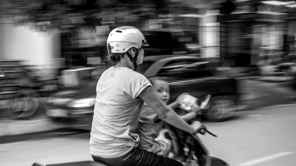 Vietnam-Photo-Shovel-Girl-(1-of-10)