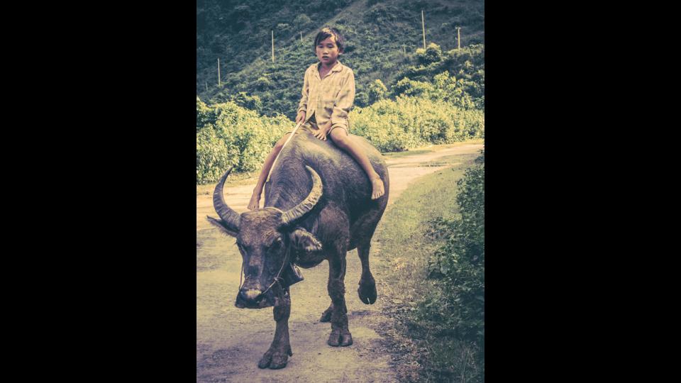 Vietnam-Photo-Shovel-Girl-(2-of-10)