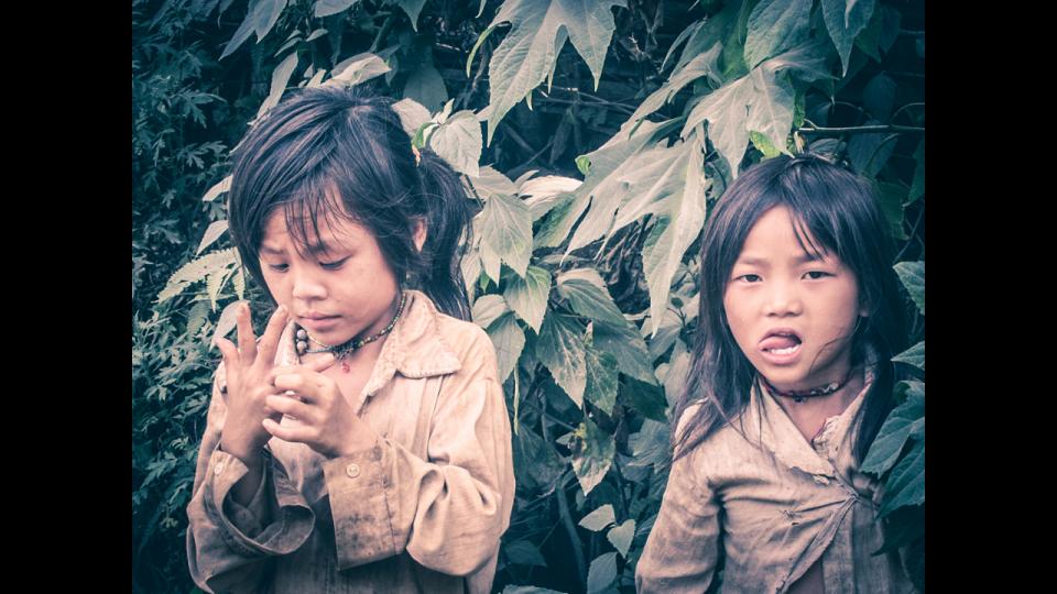 Vietnam-Photo-Shovel-Girl-(3-of-10)