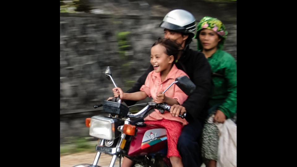 Vietnam-Photo-Shovel-Girl-(8-of-10)