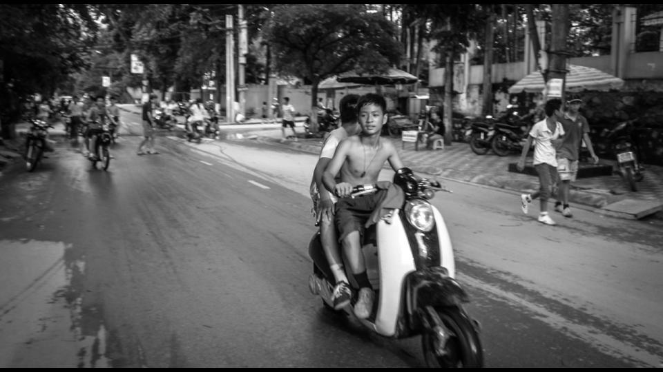 Vietnam-Photo-Shovel-Girl-(9-of-10)